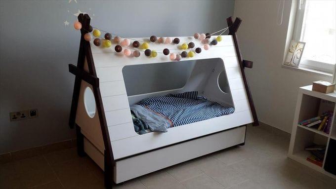33 id es pratiques et g niales de recyclage de vieilles palettes en bois pour la maison. Black Bedroom Furniture Sets. Home Design Ideas